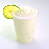 Limonata di rinfresco, bevanda ghiacciata del frullato immagini stock