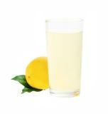 Limonata fresca con il limone isolato Fotografia Stock Libera da Diritti