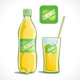 Limonata in una bottiglia ed in un vetro Fotografie Stock Libere da Diritti