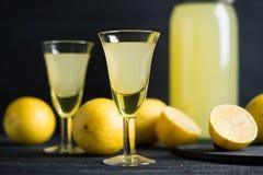 Limoncello Bebida del italiano de Tradtitional fotos de archivo
