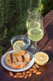 Limoncello och biscotti Royaltyfri Fotografi