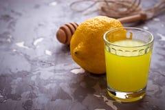 Limoncello, Włoski ajerkoniak z cytrynami Zdjęcie Stock