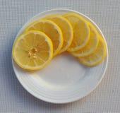 Limone affettato fotografie stock