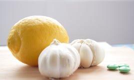 Limone, aglio e ridurre in pani immagine stock libera da diritti