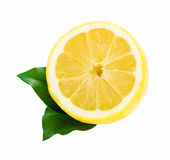 Limone con la fetta delle foglie isolata su fondo bianco Fotografia Stock