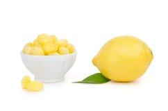 Limone con le caramelle del limone Fotografia Stock