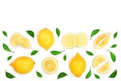 Limone decorato con le foglie verdi isolate su fondo bianco con lo spazio della copia per il vostro testo Vista superiore Disposi Immagini Stock