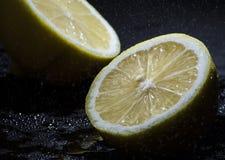 Limone diviso in due Fotografia Stock Libera da Diritti