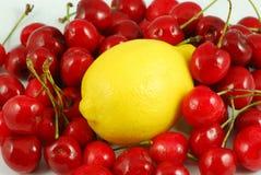 Limone e ciliegia Fotografia Stock Libera da Diritti