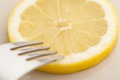 Limone e forcella Fotografia Stock