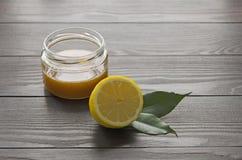 Limone e miele Immagini Stock Libere da Diritti