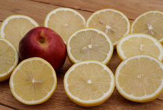 Limone e nettarina Immagini Stock