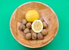 Limone e noci Immagine Stock