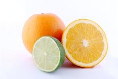 Limone fresco e fetta arancione fotografie stock