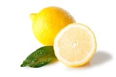 Limone isolato con il foglio Fotografie Stock Libere da Diritti