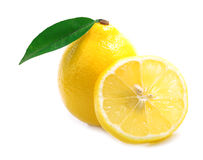 Limone maturo isolato. Fotografie Stock Libere da Diritti