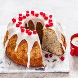 Limone Poppy Seed Bundt Cake fotografia stock libera da diritti