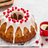 Limone Poppy Seed Bundt Cake immagini stock