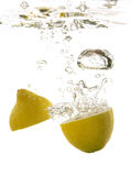 Limone sotto acqua Fotografia Stock