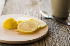Limone sul bordo fotografie stock