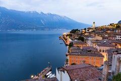 Limone sul Garda på solnedgången Royaltyfri Foto