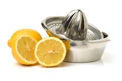 Limone sul juicer dell'agrume fotografia stock libera da diritti