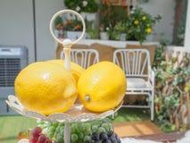 Limone sul vetro Immagini Stock