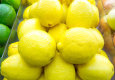 Limone sullo scaffale Immagine Stock Libera da Diritti