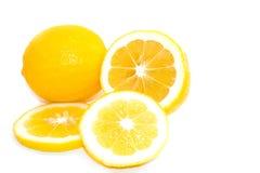 Limones amarillos de Meyer en el fondo blanco Fotografía de archivo