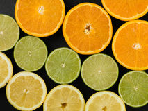 Limones de las naranjas y agrios frescos de la cal Foto de archivo libre de regalías