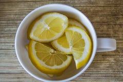 Limones en la tabla Imagen de archivo