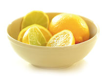 Limones en un cuenco Fotos de archivo libres de regalías