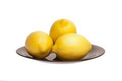 Limones en una placa Fotos de archivo
