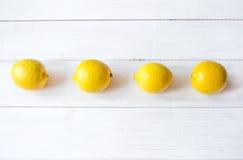 Limones jugosos en un fondo blanco fotografía de archivo libre de regalías