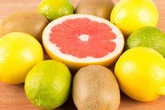 Limones, naranjas y cales Fotografía de archivo
