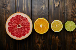 Limones, naranjas y cales Fotos de archivo