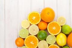Limones, naranjas y cales Naranjas, cales y limones Fotos de archivo libres de regalías
