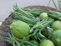 Limones y guisantes verdes Imagen de archivo