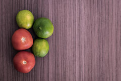 Limones y tomates fotos de archivo libres de regalías