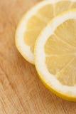 Limoni affettati Immagini Stock