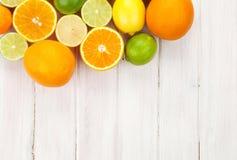 Limoni, aranci e limette Arance, limette e limoni Immagine Stock