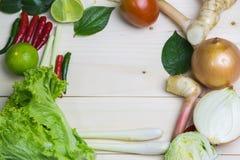 Limoni, citronella, peperoni e verdure Immagine Stock