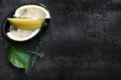 Limoni e timo immagine stock libera da diritti