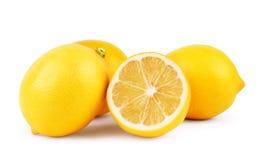 Limoni Limoni maturi freschi isolati su fondo bianco Limone dentro Immagini Stock