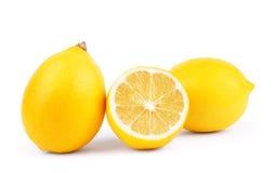 Limoni Limoni maturi freschi isolati su fondo bianco Limone dentro Immagine Stock Libera da Diritti