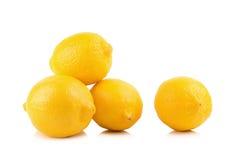 Limoni maturi freschi isolati su fondo bianco Fotografia Stock Libera da Diritti