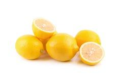 Limoni maturi freschi isolati su fondo bianco Immagini Stock Libere da Diritti