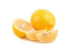 Limoni maturi freschi isolati su fondo bianco Fotografie Stock Libere da Diritti