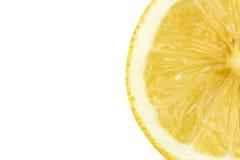 Limoni maturi freschi, isolati su fondo bianco, fine su Fotografie Stock
