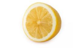 Limoni maturi freschi, isolati su fondo bianco, vista laterale Fotografia Stock Libera da Diritti